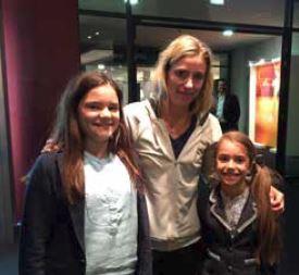 Julie und Louanne Djafari mit Angelique Kerber