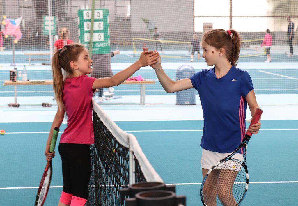 Sophia und Lotti sind nicht nur fair, sondern auch ein starkes Team auf dem Platz.