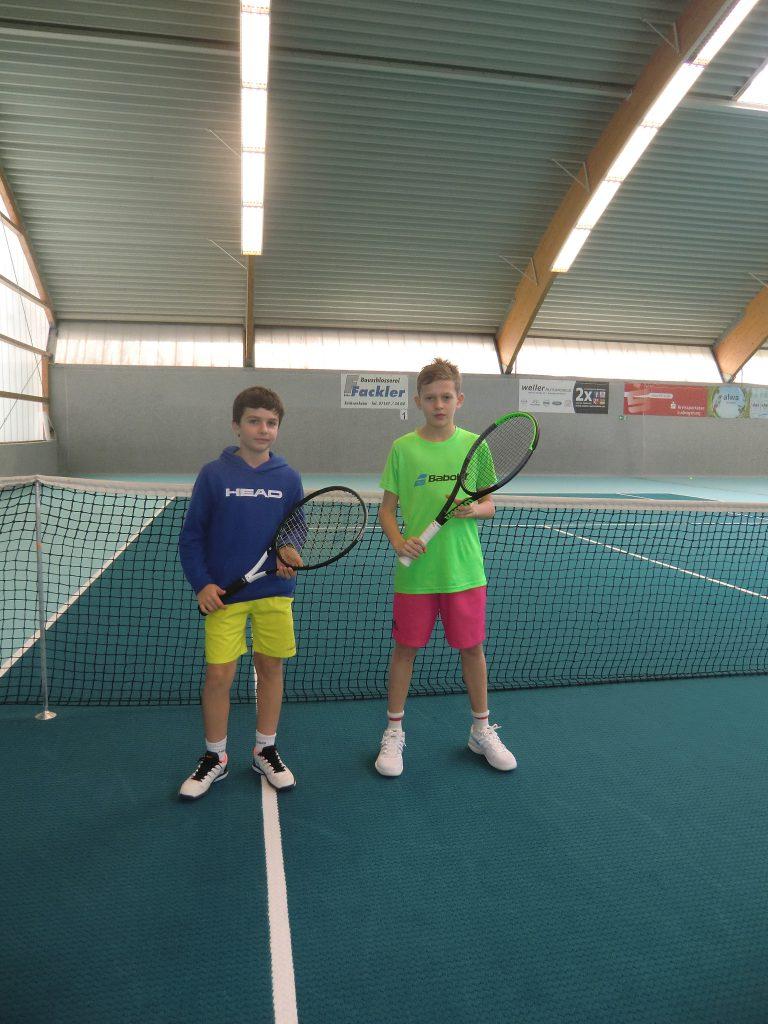 Die Finalisten bei U12: Alex Bergomi (links) und Jaron Held.